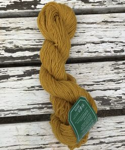 Smuk og behagelig ren uld fra Færøerne. Løbelængde på ca 360 m pr fed på 100 g. Vejledende pinde 2,5-4 mm Vejledende strikkefasthed 20-26 masker pr 10 cm. Garnet kan om ønsket farves i en bestemt tone. Dette garn kan eks. anvendes til 'Carl Emil' swateren, 'Lost And Found'