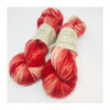 """100 % Merino er et blødt, robust og """"kradsefrit"""" garn, der er håndfarvet. Løbelængde 325 m. på 100 g og et garn der tåler megen brug og vask. Dette både til brug for sweatre, sjaler, strik til børn og meget andet. Vejledende pinde: 3,5-5 mm Vejledende strikkefasthed: 28-36 masker pr 10 cm"""
