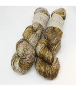 Merino extrafine SW 65 %, Silke 20 % og 15 % Yak er et virkelig blødt, smukt og yderst behageligt garn. Løbelængde 250 m. på 100 g og et garn der kan bruges til mangt og meget, du ønsker skal have den ekstra blødhed og glans. Dette både til brug for sweatre, sjaler, strik til børn, sjaler og meget andet. Vejledende pinde: 3,5-4,5 mm Vejledende strikkefasthed: 22-30 masker pr 10 cm