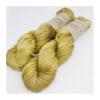 Smukt, lækkert og blødt håndfarvet garn af 100 % Mulbærsilke. Farverne fordeler sig smukt på dette garn og giver en flot dybde i nuancerne. Løbelængde 150 m. på de 50 g. Vejledende pinde: 4-5,5 mm Vejledende strikkefasthed: 16-22 masker pr 10 cm.